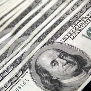 100-us-dollar-banknotes-3531895